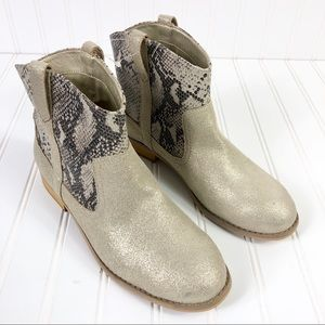 G.H. Bass & Company Snake Skin Ankle booties boots